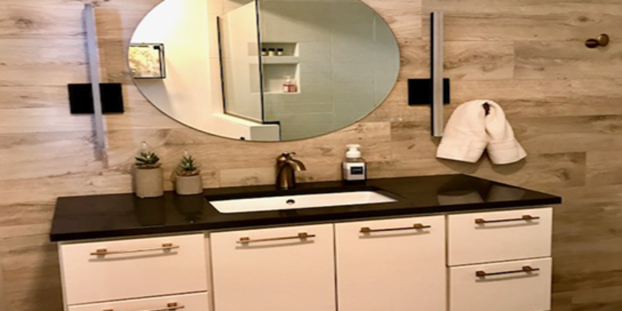 https://straightlinekitchens.com/wp-content/uploads/2018/02/bathroomws-1280x640.png